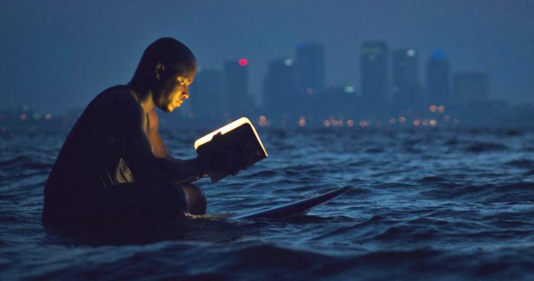 Leggere rigenera la mente: Orwell, Saramago, Moravia, tre libri per l'estate